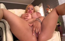 Big blonde bimbo fingers herself