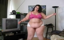 BBW dancing on webcam
