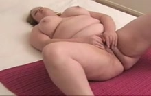 Thick amateur slut masturbates to orgasm